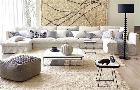 canape cuir bleu salon avec un canapé blanc 12 idées déco s 39 inspirer