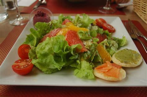 recettes boursin cuisine salade aux agrumes et saumon fumé e