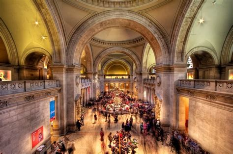 metropolitan museum  art facing  budget deficit