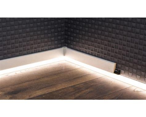 Sockelleisten Mit Led Beleuchtung by Led Kanal F 252 R Led Sockelleiste Opal 22x2500 Mm Bei