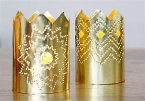 Weihnachtsdeko aus Papier: Ein Kronleuchter in Gold
