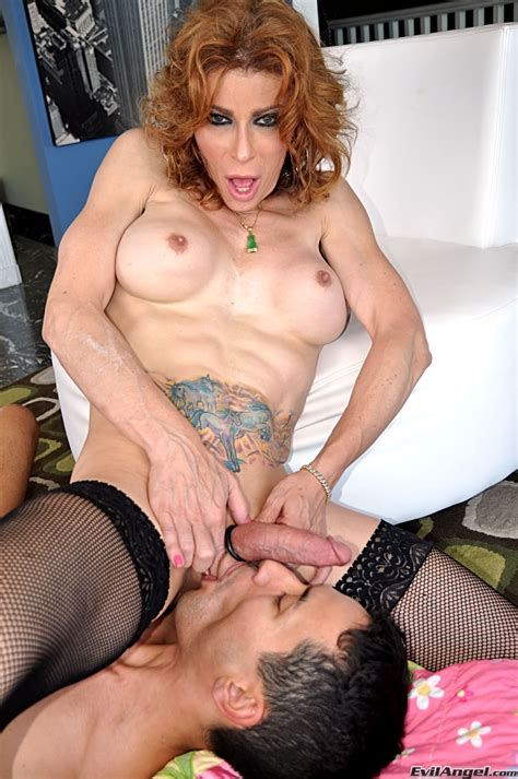 Mature Tranny Fucking With A Chap Photo 12