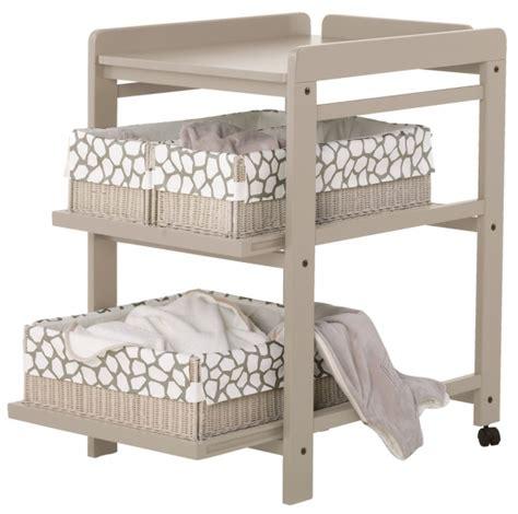 table a langer autour de bebe table 224 langer comfort avec roues quax file dans ta chambre