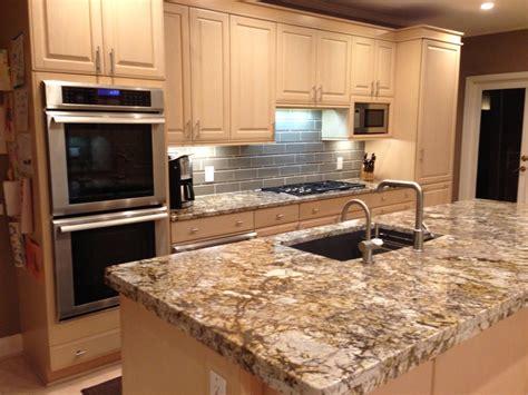 couleurs pour cuisine cuisine plaque de marbre pour cuisine avec jaune couleur