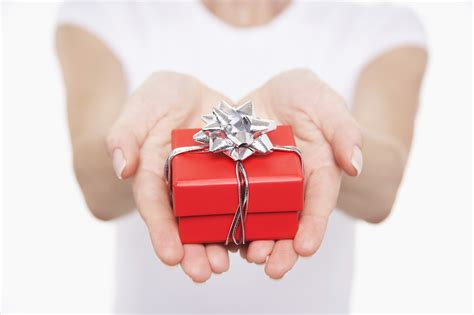 alternative christmas giving 10 alternatives to gifts