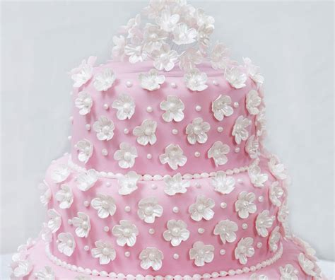 icing flowers   wedding cake