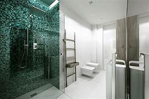 le carrelage mosaique pour la deco de la salle de bains With mosaique blanche salle de bain