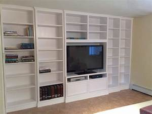 Built-in white lacquer wall unit, adjustable shelving