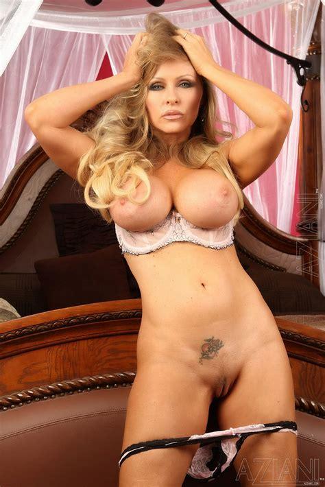 Hot Milf Dyanna Lauren Showing Off Her Sexy Body My Pornstar Book