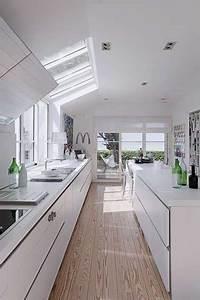 Cuisine Avec Parquet : cuisine blanche en longueur d co avec parquet ~ Melissatoandfro.com Idées de Décoration