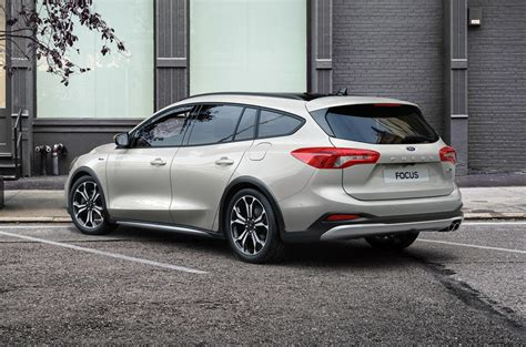 ford focus gains mild hybrid options  zetec