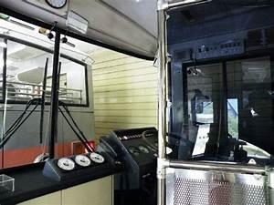 運転席の様子。いたってシンプルです。 - Picture of Kanden Tunnel Trolley Bus ...