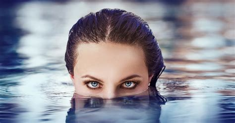 Can I Shower With Contact Lenses In by Can I Swim With My Contact Lenses In Vision Eye Care