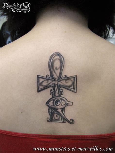 Tatouage Nuque Croix Egyptienne