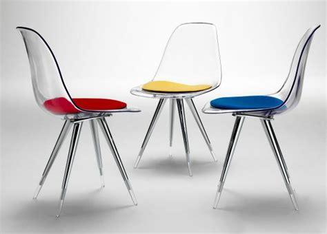 une et trois chaises les chaises transparentes et l 39 intérieur contemporain