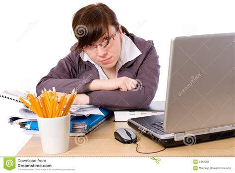 employe de bureau employé de bureau fatigué surchargé triste d isolement