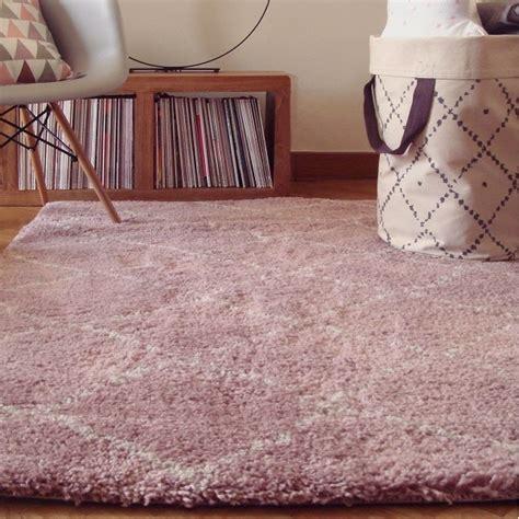 tapis chambre de bebe poils longs nomad rose
