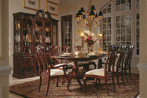 Victorian style does not provide a great variety in the design of the floor. Victorian Style Dining Room Designs