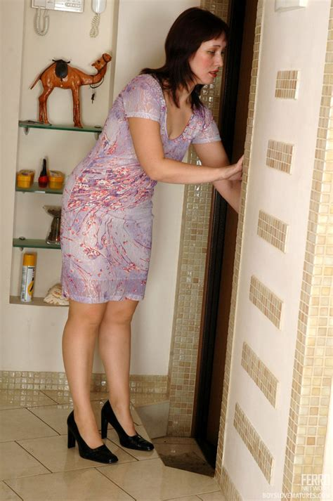 Hot Cougar Gallery Hot Milf Teasing A Guy With Her