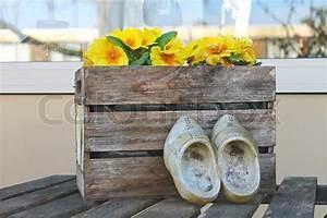 Blumen In Der Box : alte schuhe in der n he der box mit blumen in gorinchem niederlande stockfoto colourbox ~ Orissabook.com Haus und Dekorationen