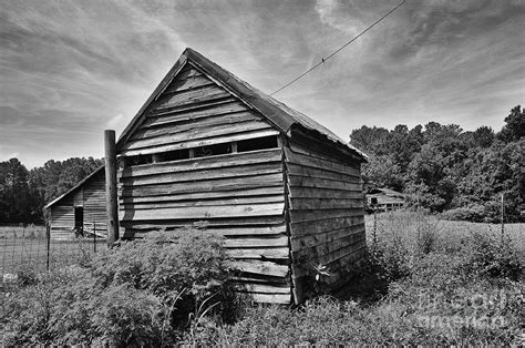Farmers Shed Sc by Farm Buildings In A Rural South Carolina Field David