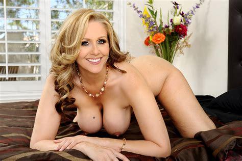 Julia Ann & Tyler Nixon in My Friend's Hot Mom - Naughty America 4K Porn Videos