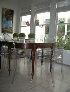 Chaise Moderne Avec Table Ancienne : retrouvez la chaise transparente un beau bijou pour votre int rieur ~ Teatrodelosmanantiales.com Idées de Décoration
