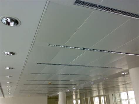 controsoffitto metallico controsoffitto metallico a pannelli modulari a misura