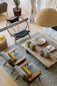 Décoration Salon Jaune Moutarde : d co salon couleur jaune moutarde deux chaises grises grande table en bois et plafonnier ~ Melissatoandfro.com Idées de Décoration