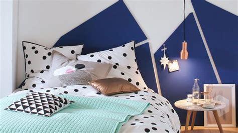 idees ttes de lit a faire soi mme ides ttes de lit faire soi mme tte de lit en palette dans une dco de chambre trs naturelle with
