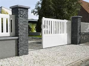 10 solutions pour embellir son portail et sa cloture With attractive idee amenagement jardin de ville 18 decoration appartement mur blanc