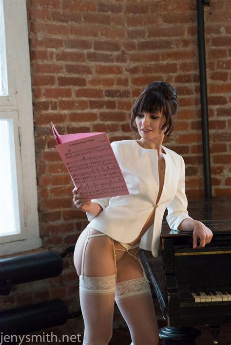 Sexy Jeny Smith Gets Fucked Over A Grand Piano