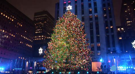 nyc tree lighting 2016 rockefeller center christmas tree lights up new york