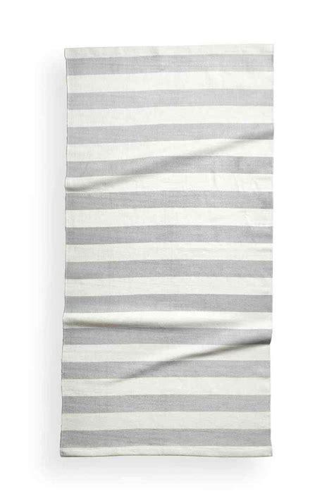 les 25 meilleures id 233 es de la cat 233 gorie tapis 233 sur tapis blanc noir tapis 224
