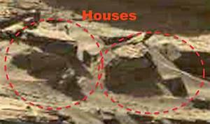 Mars shocker: 'Alien peering out of cave' found in NASA ...