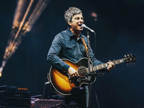 Bantu Kru Yang Terkena Pandemi, Noel Gallagher Jual Gitar ...