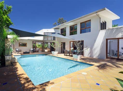 vendre une maison avec piscine la r 233 glementation au coeur de l immo