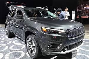 Jeep Cherokee 2018 : jeep cherokee 2018 facelifted suv unveiled at detroit show car magazine ~ Medecine-chirurgie-esthetiques.com Avis de Voitures