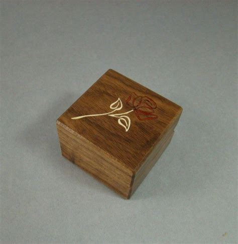 buy a crafted engagement ring box with contemporary rose free engraving and shipping rb32