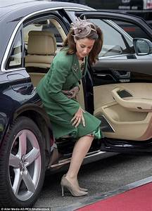 Mary Automobile Bayeux : queen mathilde greeted by crown princess mary in denmark daily mail online ~ Medecine-chirurgie-esthetiques.com Avis de Voitures
