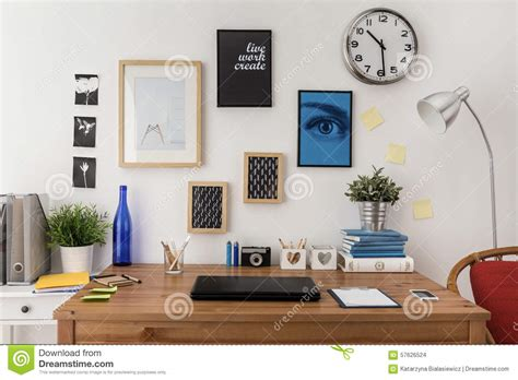 bureau ordinateur portable ordinateur portable sur le bureau photo stock image du