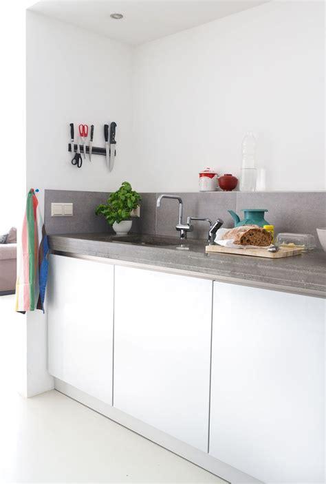 plan de travail cuisine gris cuisine gris clair laqua en galerie et cuisine laquée
