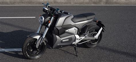 China Electric Motorcycle M6 2000w Fast Speed With Pedal