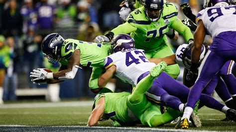 mondays nfl seahawks  brink  playoffs  beating