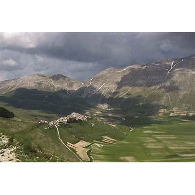 Castelluccio Umbria - Italy Travel and LifeItaly