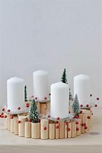 Adventskränze Deko Ideen : naturnahe weihnachtsdeko mit einem adventskranz aus holz ~ Haus.voiturepedia.club Haus und Dekorationen