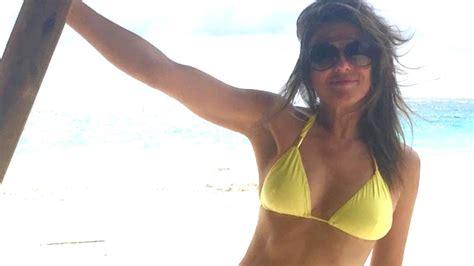elizabeth hurley  shows  amazing body  topless
