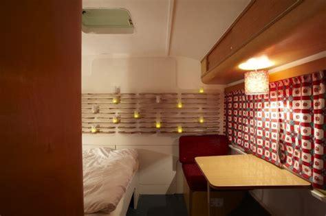 wohnwagen innenraum neu gestalten warum in berlin nicht mal im wohnwagen 252 bernachten sweet home