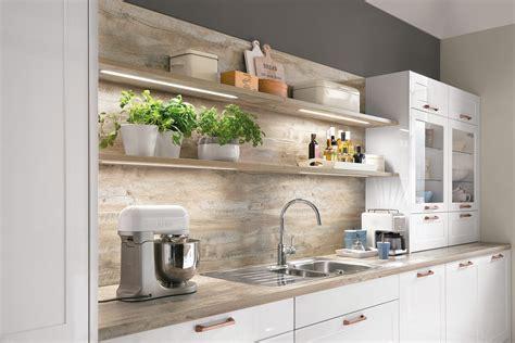 Moderneeinbauküche Norina 6676alpinweisshochglanzlack