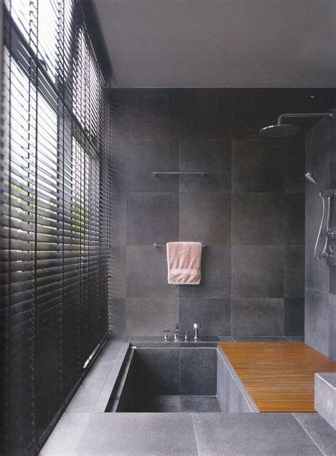 Badezimmer Fliesen Kombination by Wanne Dusche Kombination Badezimmer Matt Graue Fliesen